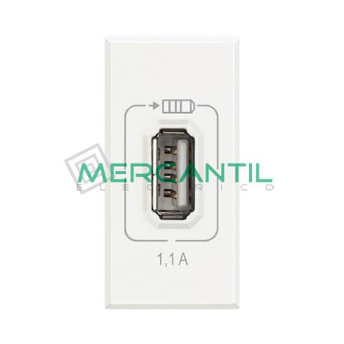 Base USB para Recarga con Tension 5V 1 Modulo Axolute BTICINO Blanco